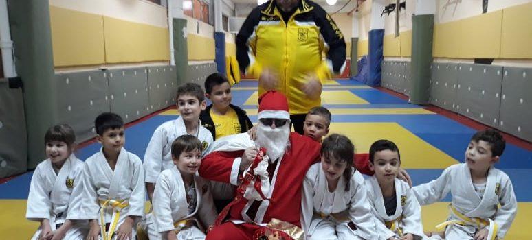 Δώρα και ευχές στην Ακαδημία Τζούντο του ΑΡΗ (photos)
