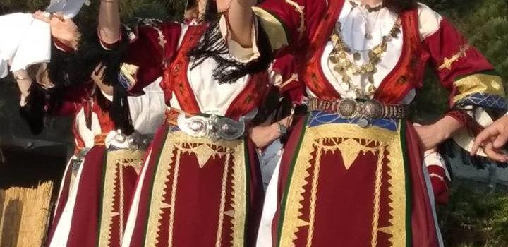 """Το τμήμα παραδοσιακών χορών στην """"Ανθοκομική Έκθεση Καλαμαριάς 2018"""""""